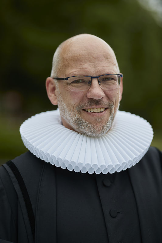 Ein Mann Ende 50 im Lübecker Ornat, Martin Klatt - Copyright: Lutz Roeßler- Domgemeinde Lübeck